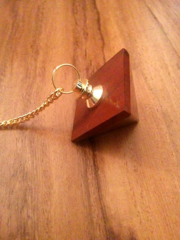 Pendule Pyramide Jaspe Rouge - zoom