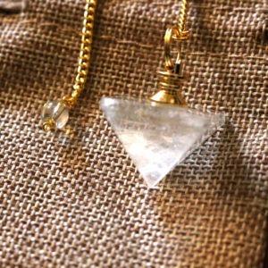 Pendule pyramide cristal de roche - zoom