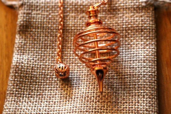 pendule spirale cuivré métal