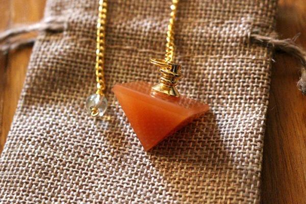 aventurine orange pendule divinatoire pyramide