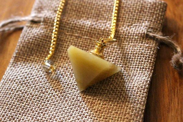 calcite jaune pendule pyramide