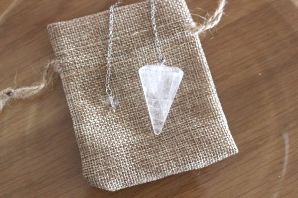 pendule cône facettes cristal de roche