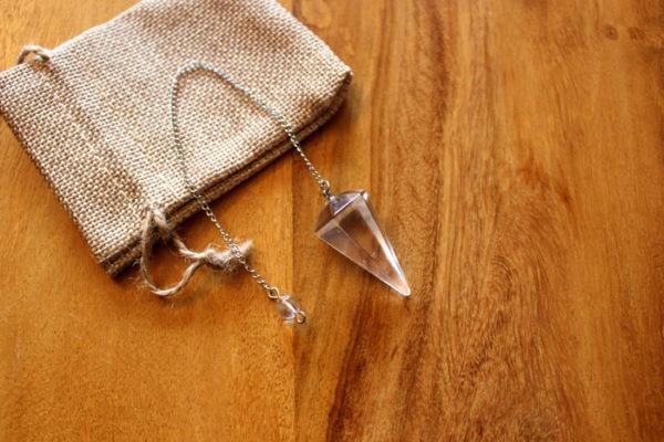 pendule cristal de roche cône