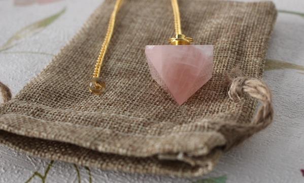pendule pyramide quartz rose