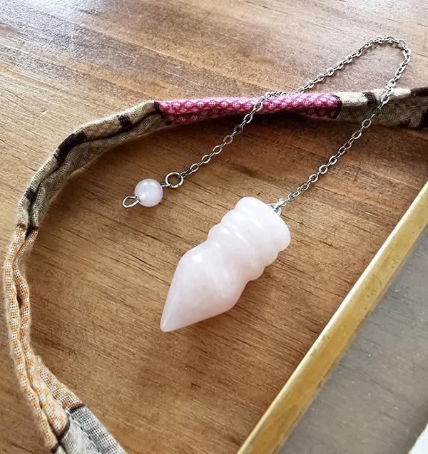 pendule-radiesthesie-egyptien-quartz-rose
