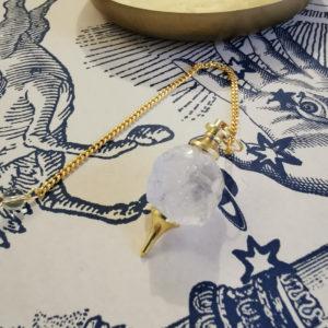pendule-divinatoire-cristal-de-roche-brut