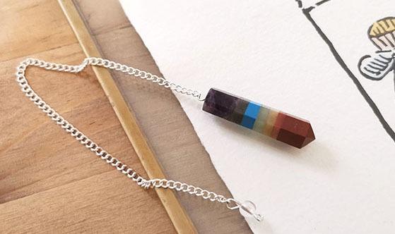 Pendule-7-chakras-crayon