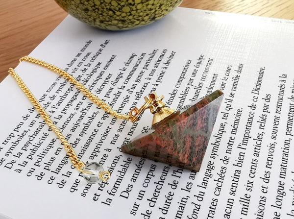 pendule-divinatoire-unakite-pyramide