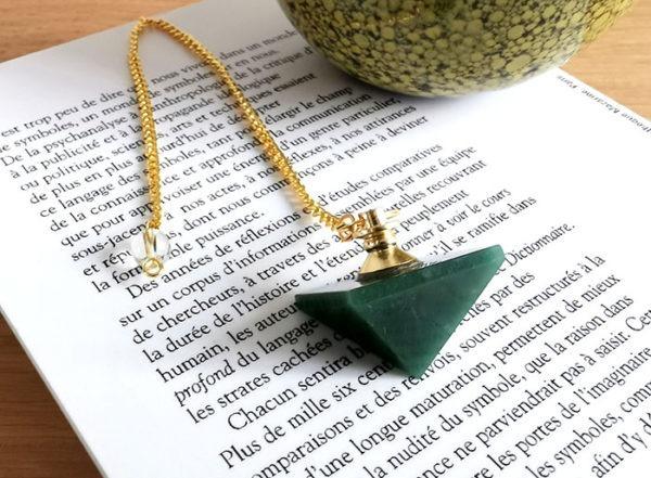 pendule-divinatoire-jaspe-vert-pyramide