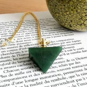 pendule-jaspe-vert-pyramide
